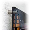 Entretoises en métal en option avec perçage aux coins incl. pour les panneaux PLEXIGLAS (illustr. similaire).